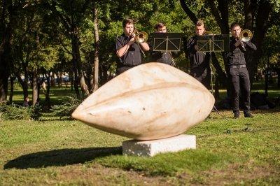 Mag - szoboravatás az Egyetemisták parkjában