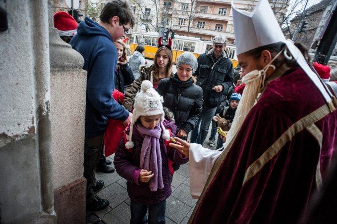 Mikulást ünnepeltek az újbudai ovisok és iskolások