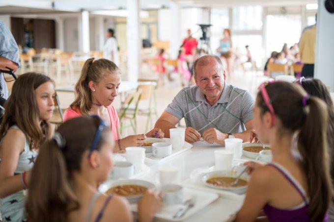 Hárommilliárd forint jut rászoruló gyermekek étkeztetésére