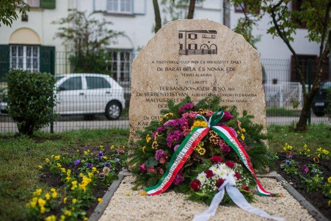 Emlékkő került a Tisztviselőtelep közepére Albertfalván