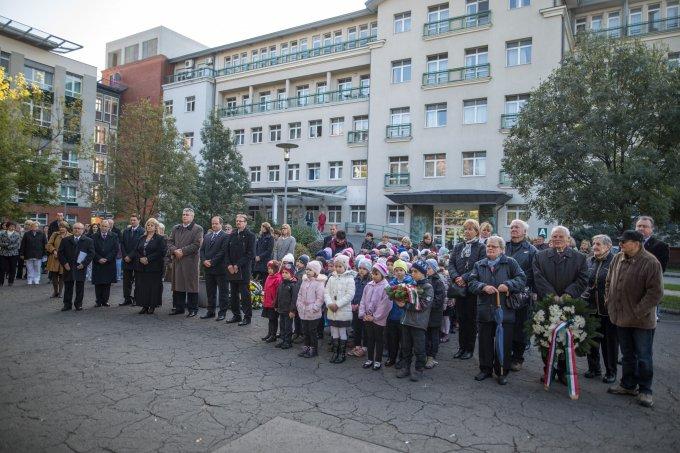 Mindennapi hősökre emlékeztek a Szent Imre Kórházban