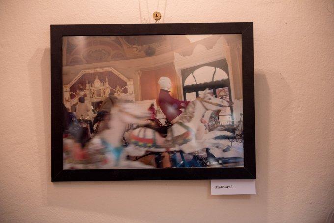 Fotókiállítással nyitott Albertfalván a Kályha Galéria