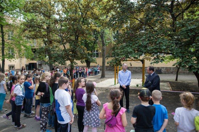 Új mászókák és libikókák a Bocskai udvarán