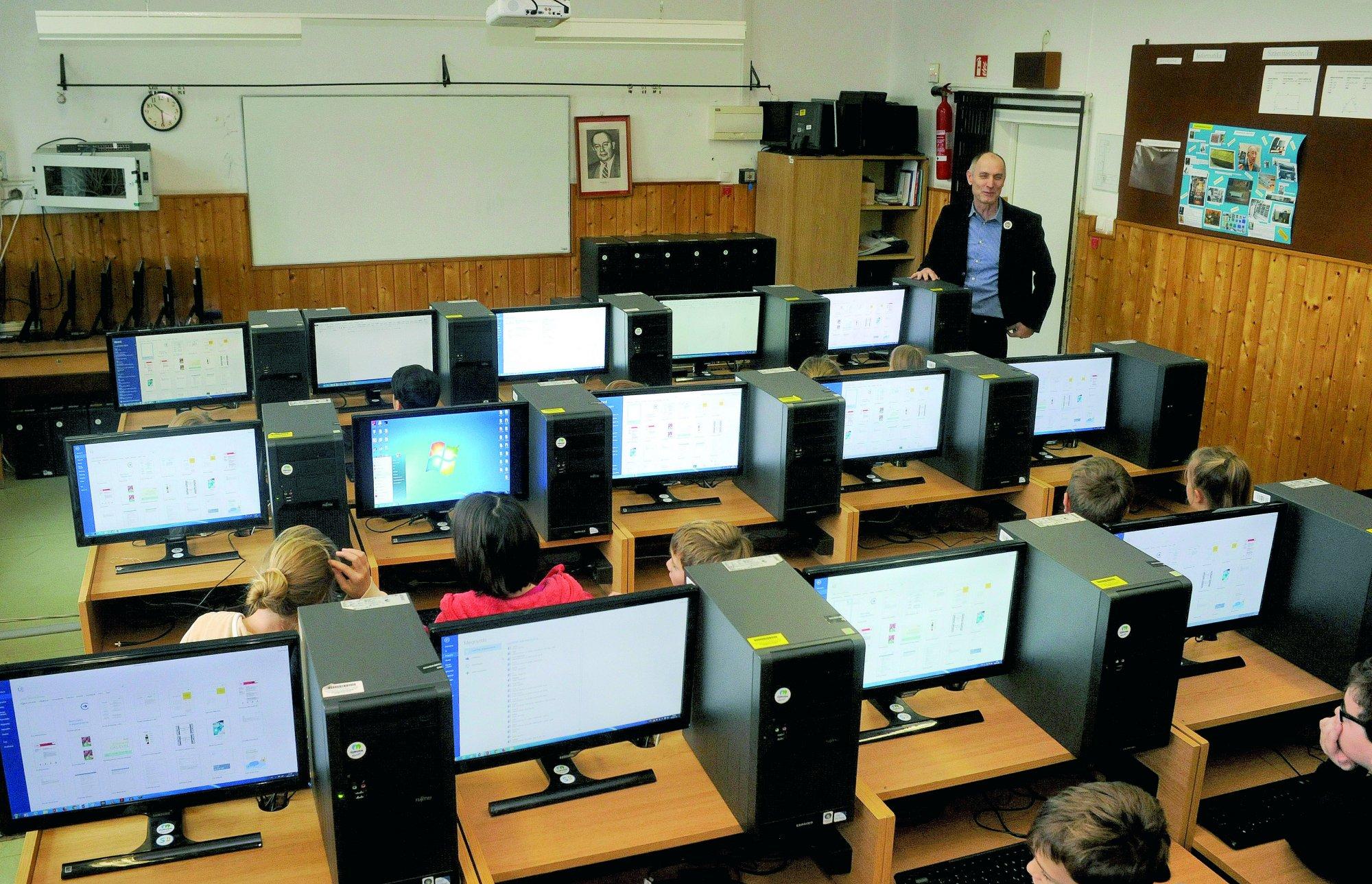 Számítógépek a kerületi iskoláknak