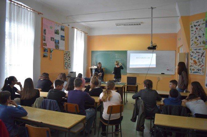 Rendhagyó környezetismeret órák és kerekasztal-beszélgetések a szerbiai Adán