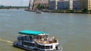 D12-es hajójárat Hungária nevű hajója