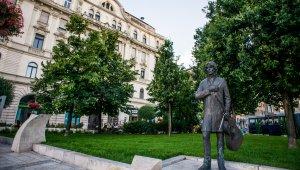 Poptörténeti emléktáblát avat a Cseh Tamás Program
