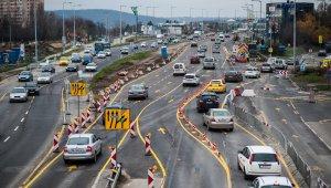 Február végéig háromsávos marad a Budaörsi út kifelé