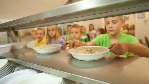 Tízezerrel több gyerek ebédelhet állami pénzből
